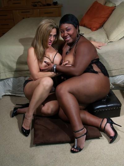 Hotlips Melanie & Timeka Taylor Boob Play