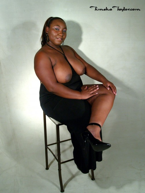Ebony coed, Timeka Taylor, does a glamour photo shoot. Topless.